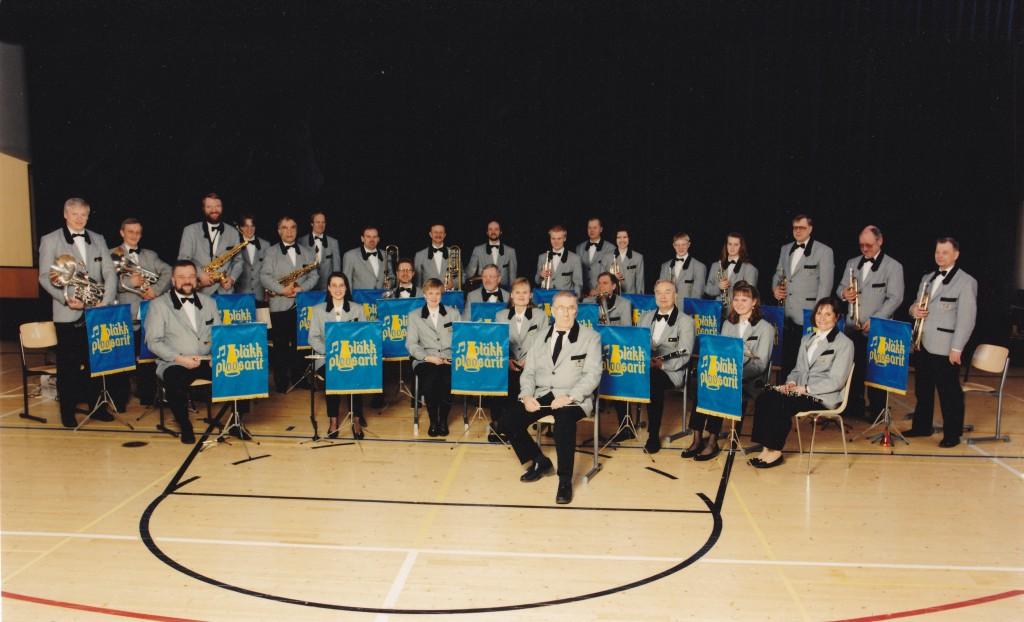 Ploosarit noin 17 vuoden ikäisenä orkesterina